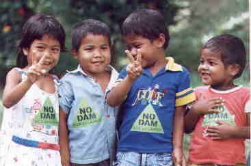 Orang Asli kids affected by dam project (Colin Nicholas)